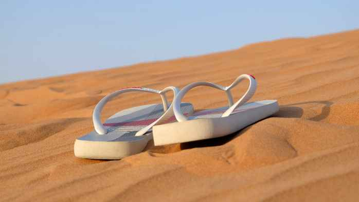 sandals-flip-flops-footwear-beach-40737.jpeg